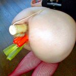 お尻の穴に異物挿入してガバガバに拡張開発されたアナルSMエロ画像