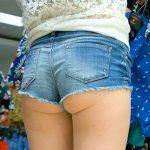 ショートパンツの丈が短すぎてハミケツ露出してる街撮り下尻エロ画像