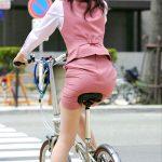 スカートOLが自転車に乗るとタイト感が倍増するサドルお尻エロ画像