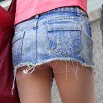 ハミ尻やパンチラしそうなミニスカート女子を街撮りしたお尻エロ画像