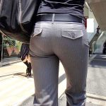 タイトなパンツスーツはパンティライン透けて見えるOLお尻エロ画像