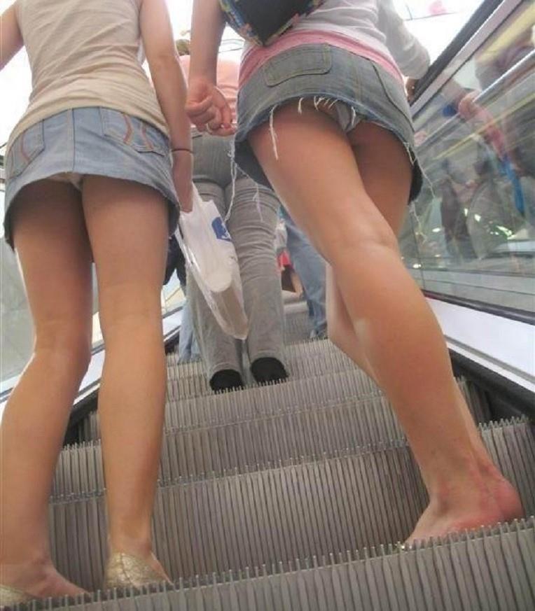 подглядывание под юбку за пьяными милых дам