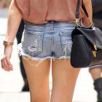 デニムホットパンツ穿いた短パン女子のお尻や生脚を街撮りエロ画像