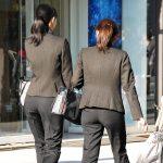 仕事が出来るOLはパンツスーツを着こなしお尻を強調する街撮りエロ画像