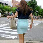 お洒落なタイトスカートお姉さんのパンティライン尻を街撮りエロ画像