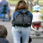 子連れママのムッチリ肉感的なデニム尻を街撮りしたジーパンエロ画像